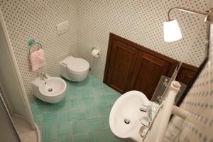 Bathroom - Double Room with double bed - Locanda Grifo, albergo a Lenno sul Lago di Como