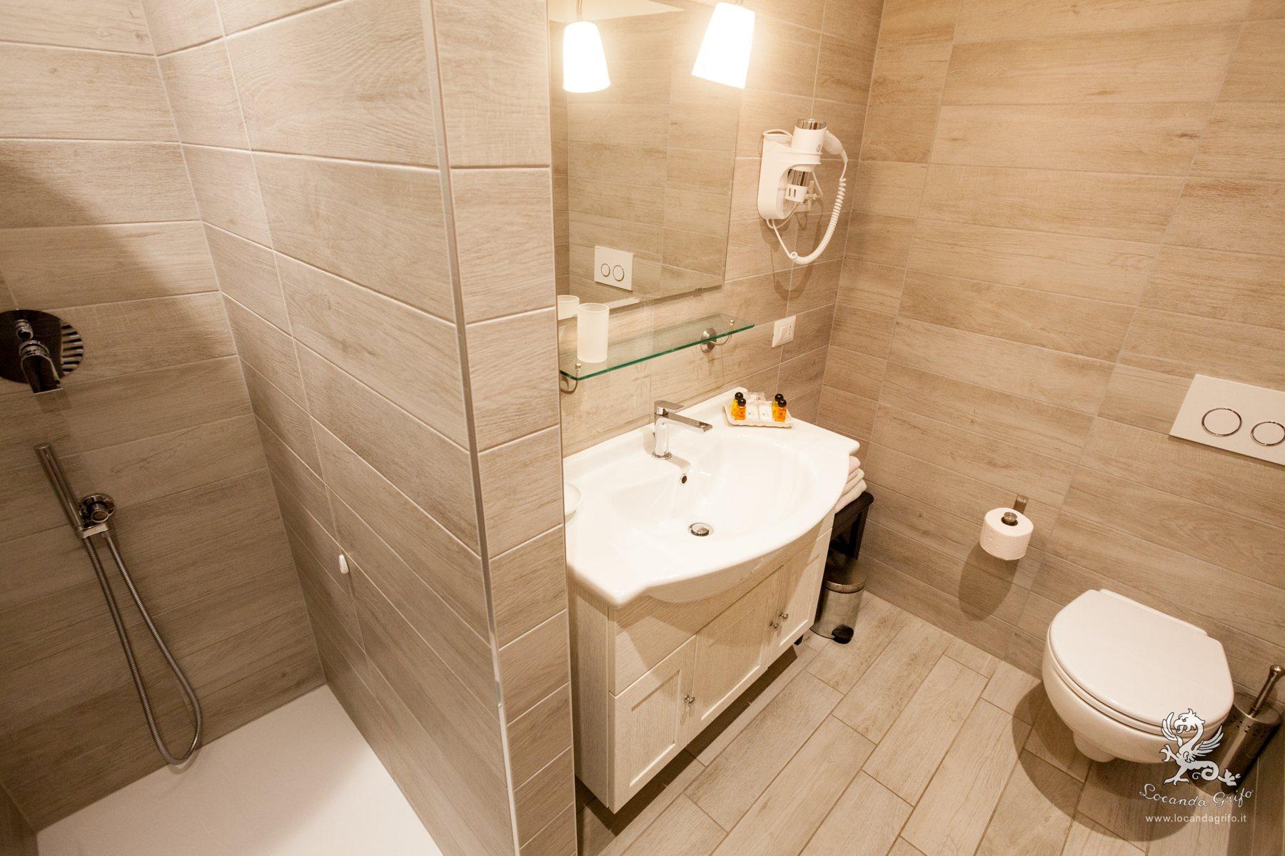 Bagno Camera quadrupla - Locanda Grifo, albergo a Lenno sul Lago di Como